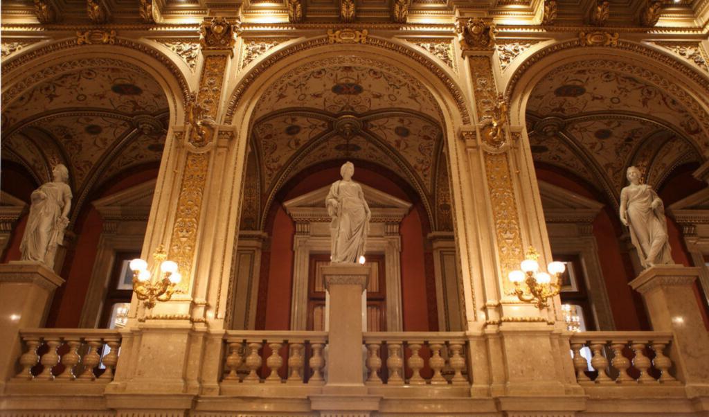 Скульптуры в опере