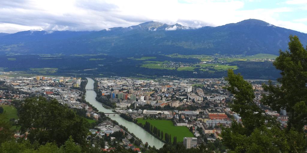 Вид на Инсбрук с высоты птичтего полета