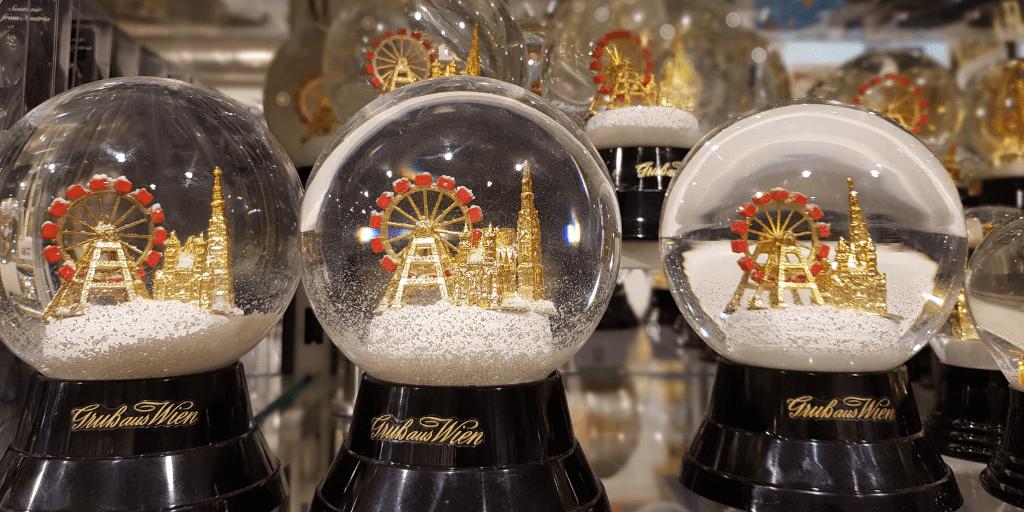 Стеклянный снежный шарик