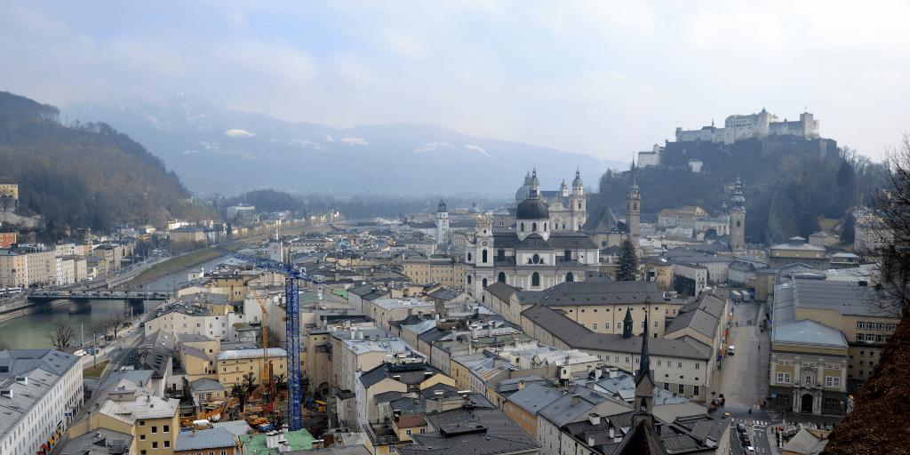 Вид на крепость и реку Зальцах