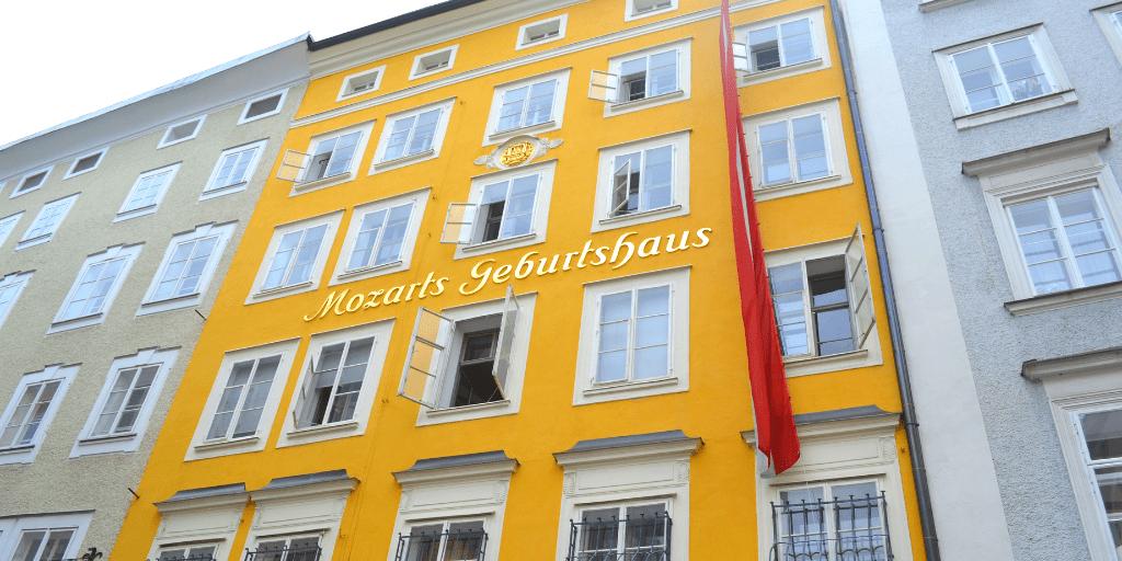 Фасад дома, где жил Моцарт