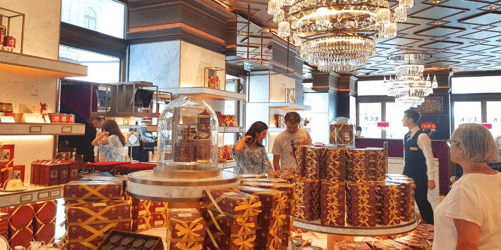 Магазин в отеле Захер